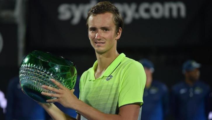 Medvedev con el título del ATP de Sydney