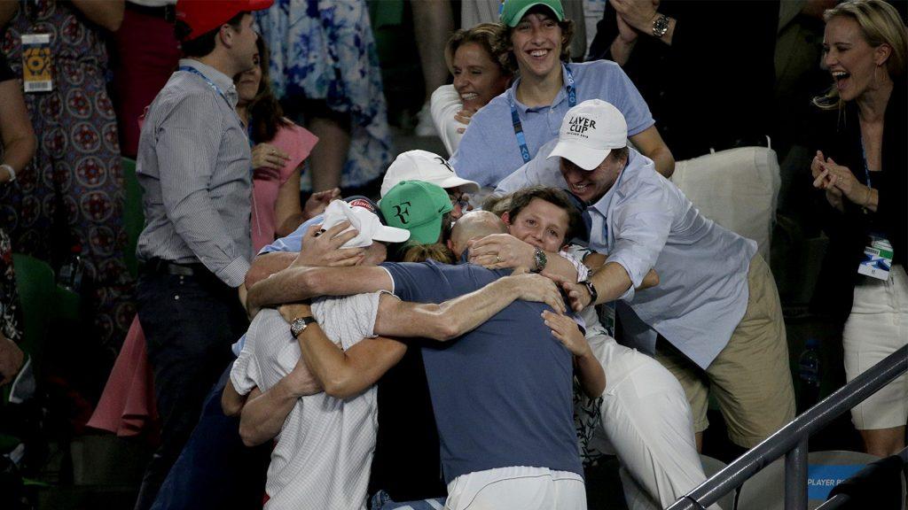 El equipo técnico de Federer celebra el título del Open de Australia 2018