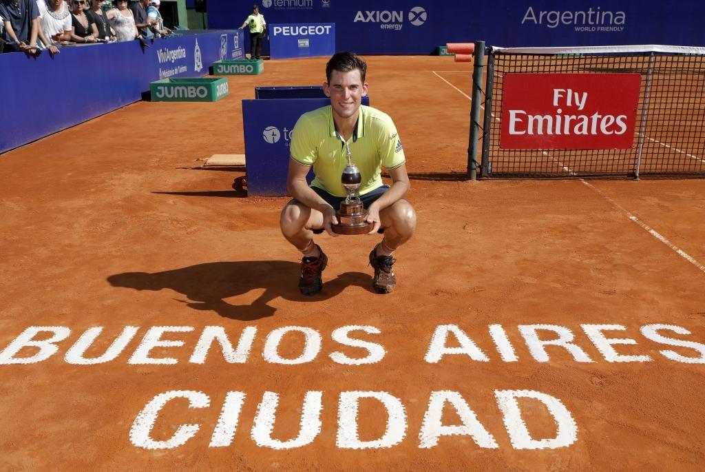 Thiem posa con el título del ATP 250 de Buenos Aires