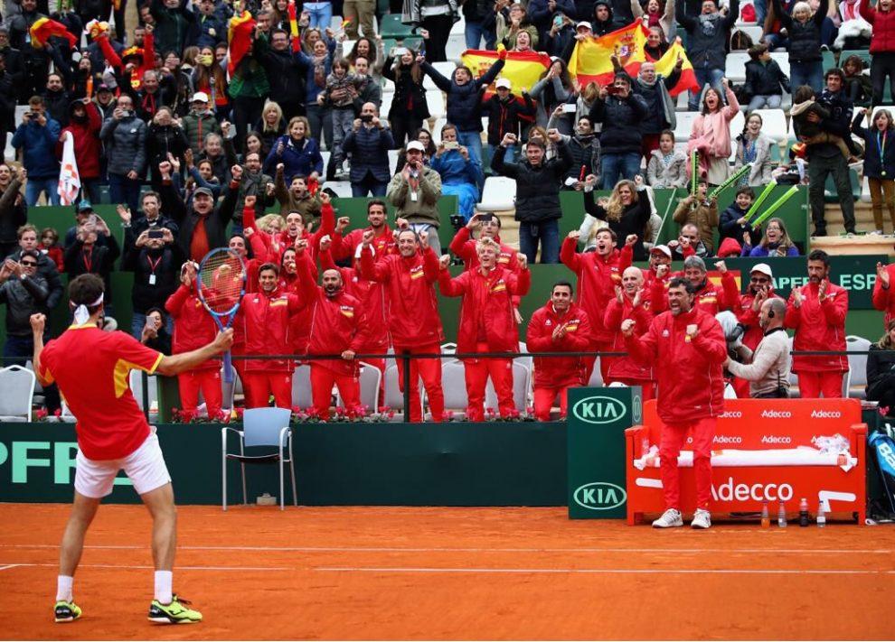 Albert Ramos celebra el pase de España a cuartos de final en la Copa Davis