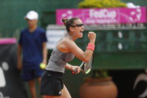 Paula Ormaechea celebra el triunfo con Argentina en la Fed Cup