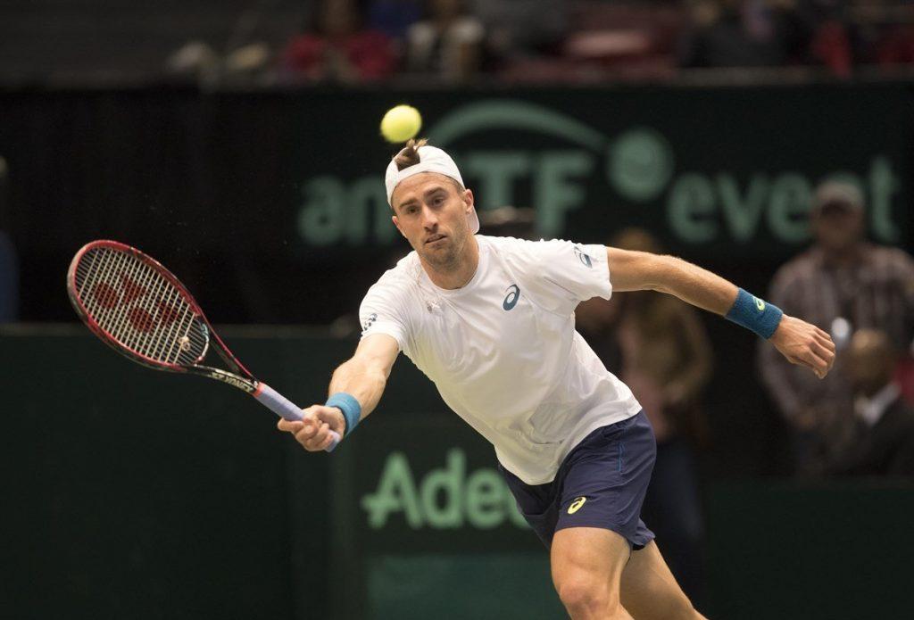 Steve Johnson jugando con Estados Unidos la Copa Davis