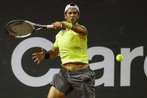 Fernando Verdasco golpea una derecha en el Rio Open