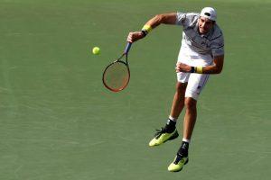 Isner sacando en el Miami Open