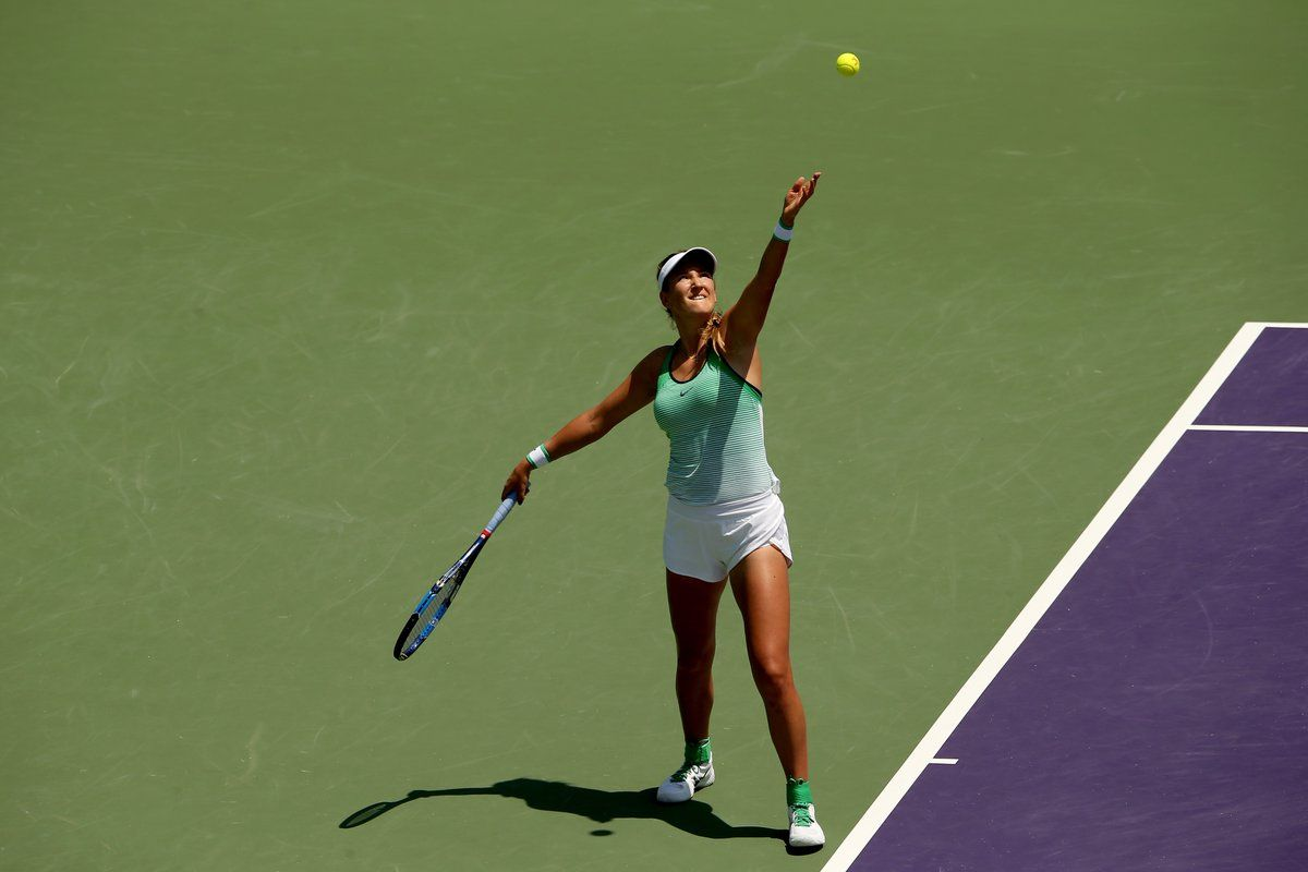 Azarenka sacando en el Miami Open