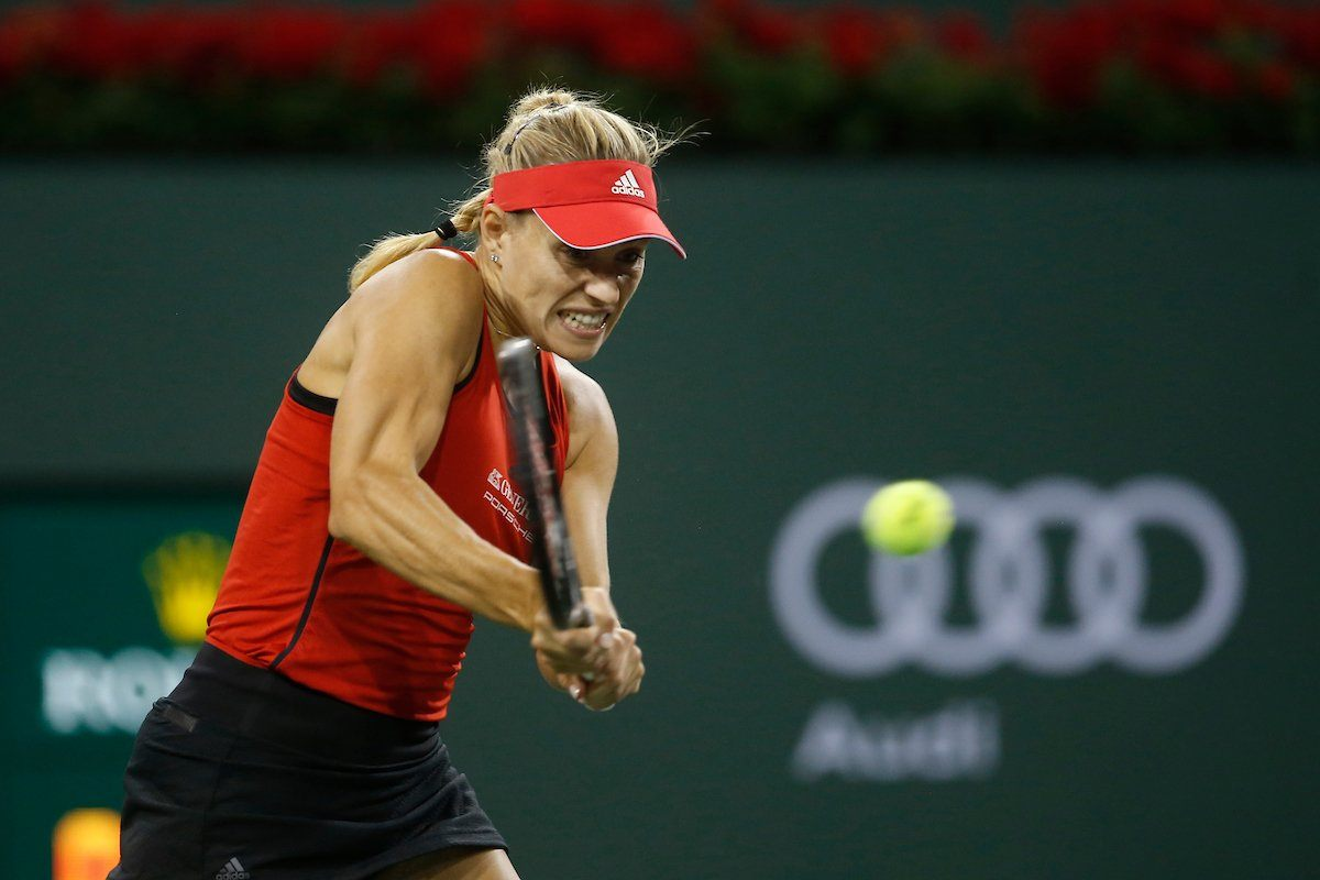 Kerber golpea un revés en Indian Wells