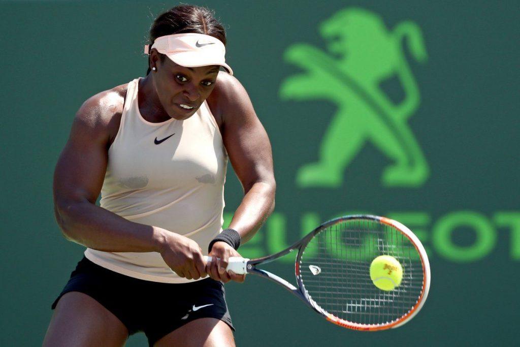 Sloane Stephens golpea un revés en el Miami Open