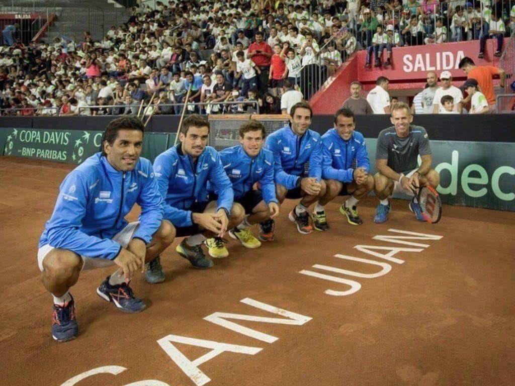El equipo argentino posa en San Juan en la Copa Davis