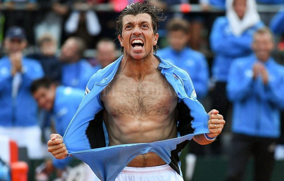 Carlos Berlocq celebra un victoria en Copa Davis con Argentina