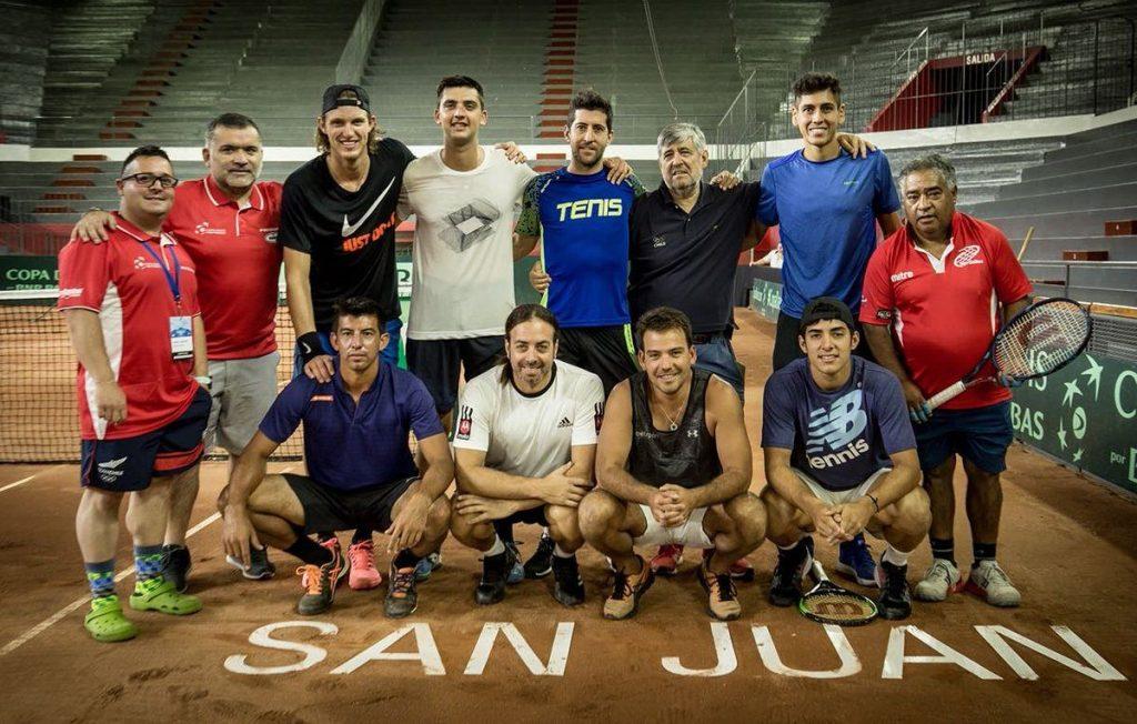 El equipo chileno en una foto antes de la serie con Argentina en Copa Davis