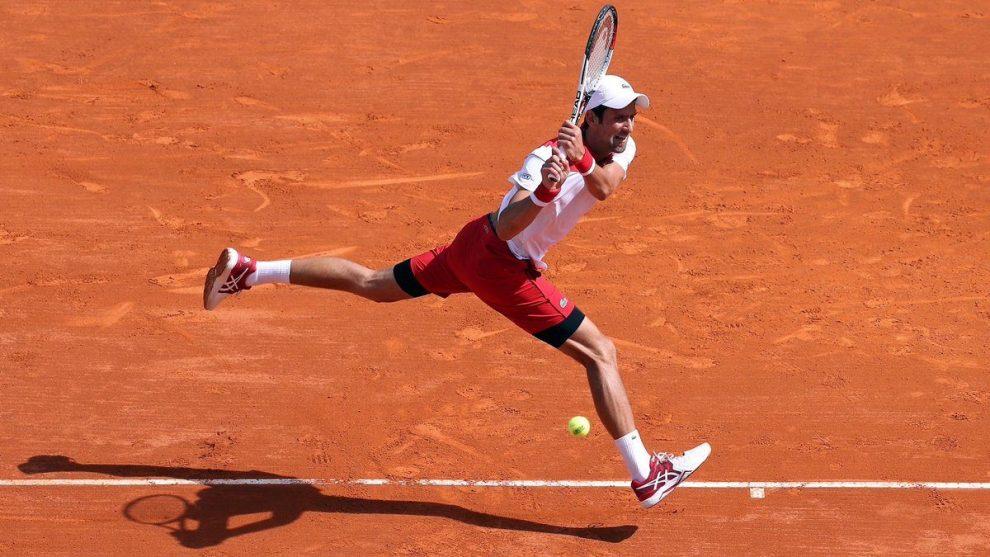 Djokovic golpea un revés en el Masters 1000 de Montecarlo