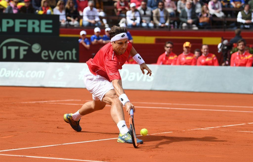 David Ferrer llega a una bola en la Copa Davis ante Alemania