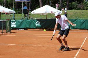 Patricio Heras jugando un torneo Challenger