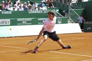 Zverev jugando un partido en el Masters 1000 de Montecarlo
