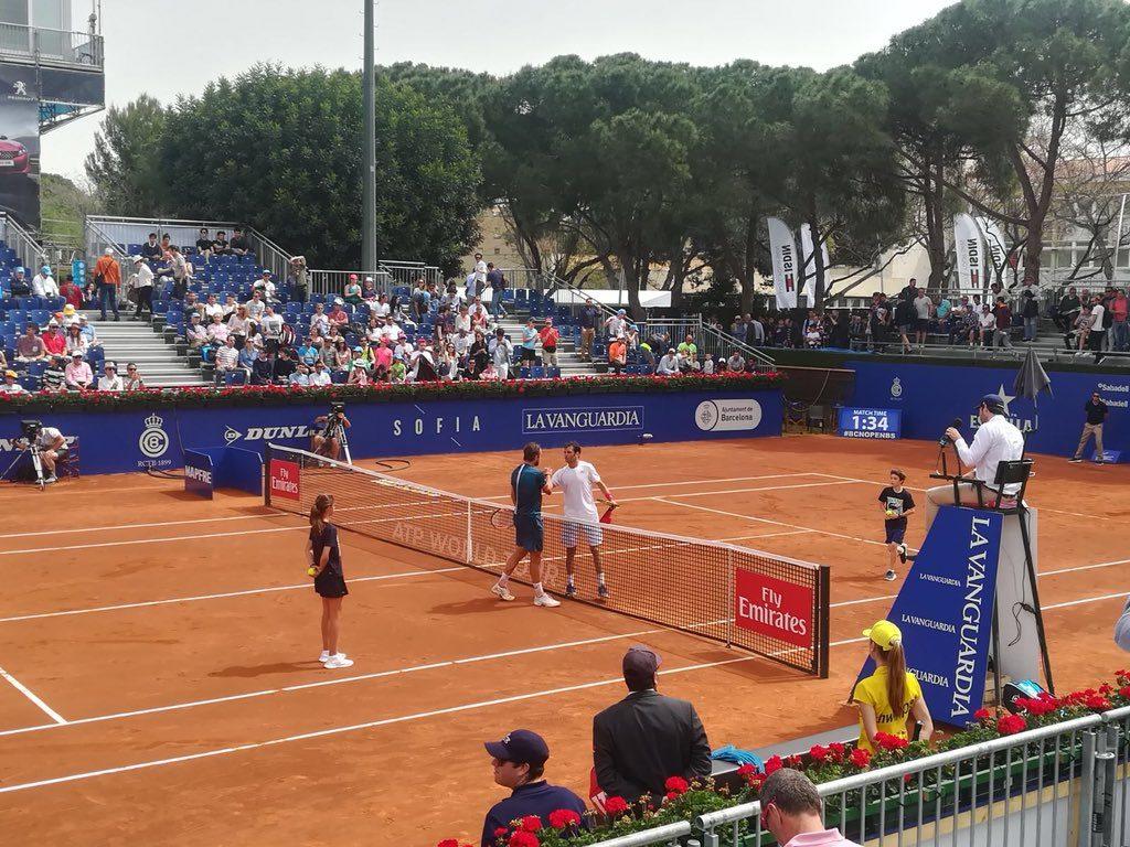 Sandgren y Jaziri se saludan tras el partido en el Barcelona Open Banc Sabadell