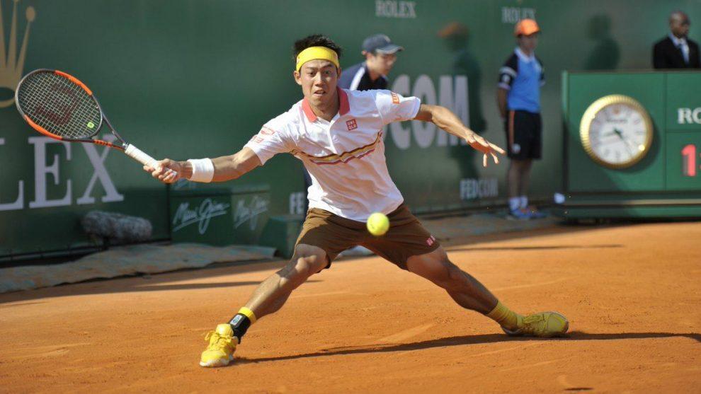 Nishikori llegando a una bola en el Masters 1000 de Montecarlo