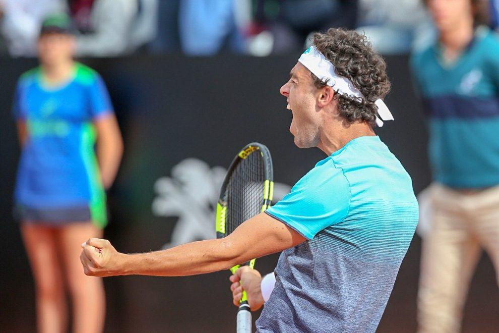 Cecchinato celebra la victoria ante Pablo Cuevas en el Masters 1000 de Roma