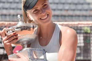 Elina Svitolina con el trofeo del WTA Premier 5 Roma