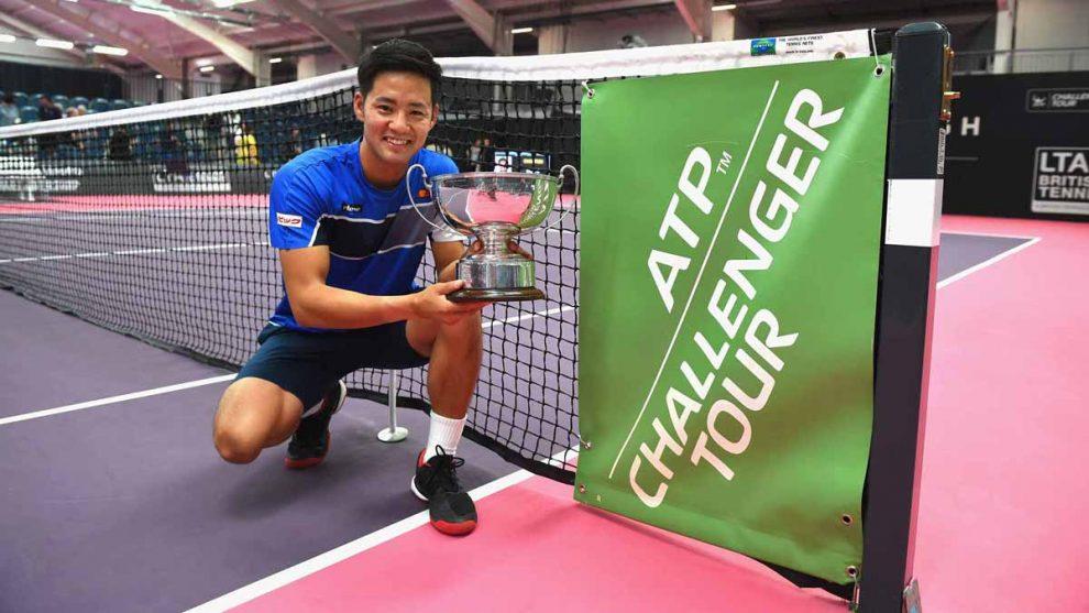 Hiroki Moriya posa con el título del Challenger de Loughborough