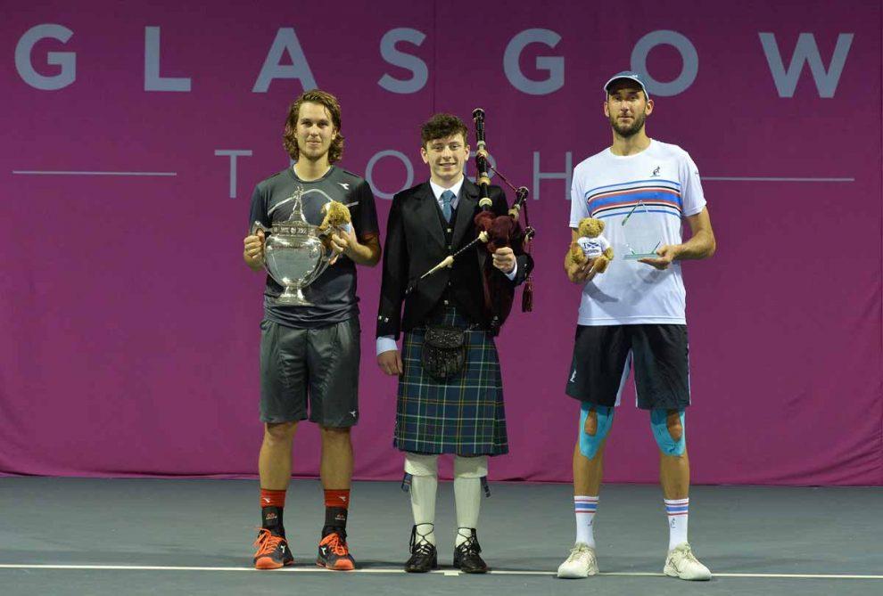 Lacko y Vanni en la entrega de trofeos en el Challenger de Glasgow