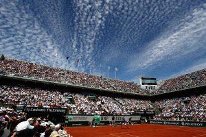 Nadal en la pista central disputando la fina en Roland Garrosl