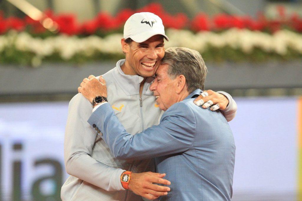 Santana y Nadal se abrazan en el Mutua Madrid Open