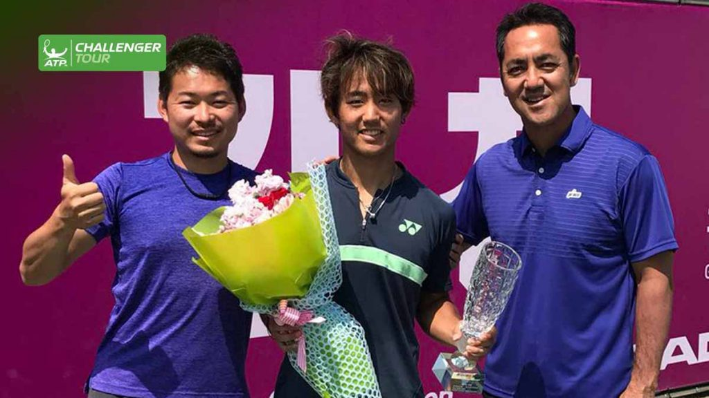 Nishioka con el título en el Challenger de Gimcheon