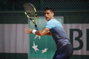 Rogerio Dutra Silva prepara una derecha en la previa de Roland Garros