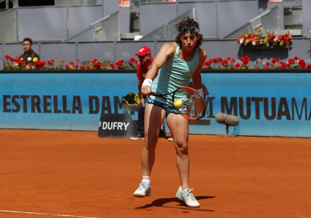 Carla Suárez Navarro golpea un revés en el Mutua Madrid Open