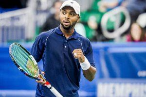 Donald Young celebrando un punto en el ATP de Memphis