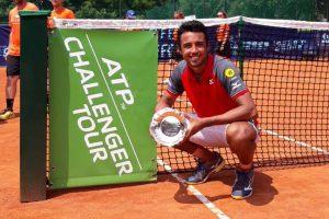 Hugo Dellien posa con el título del Challenger de Vicenza