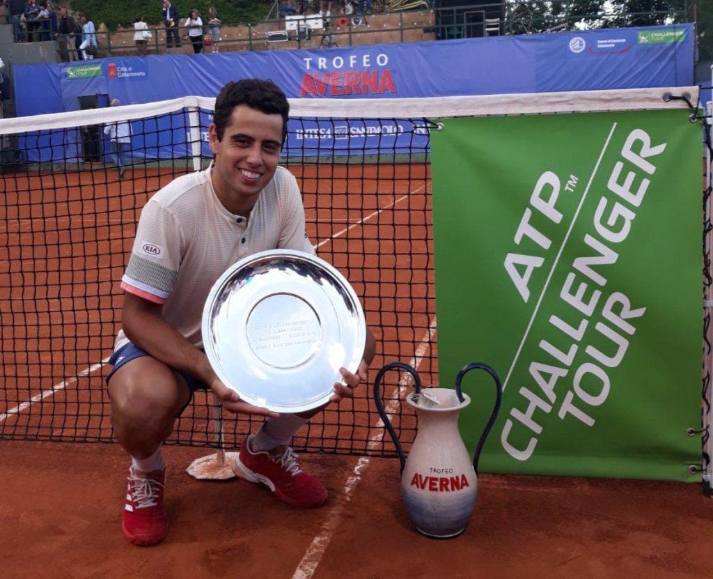 Jaume Munar posa con el título del Challenger de Caltanissetta