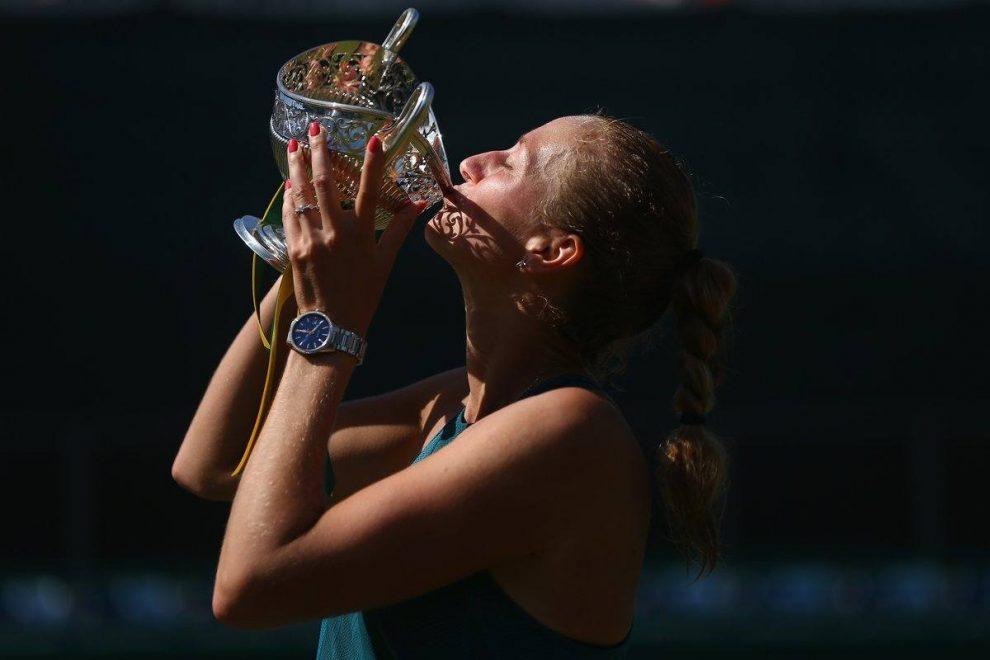 Petra Kvitova besa el trofeo del WTA de Birmingham