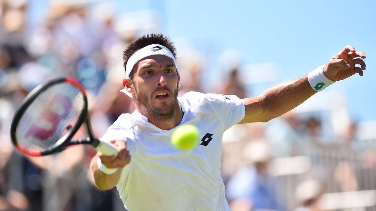 Leo Mayer golpea una derecha en el ATP de Eastburne