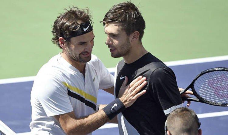 Federer y Coric se saludan tras un partido