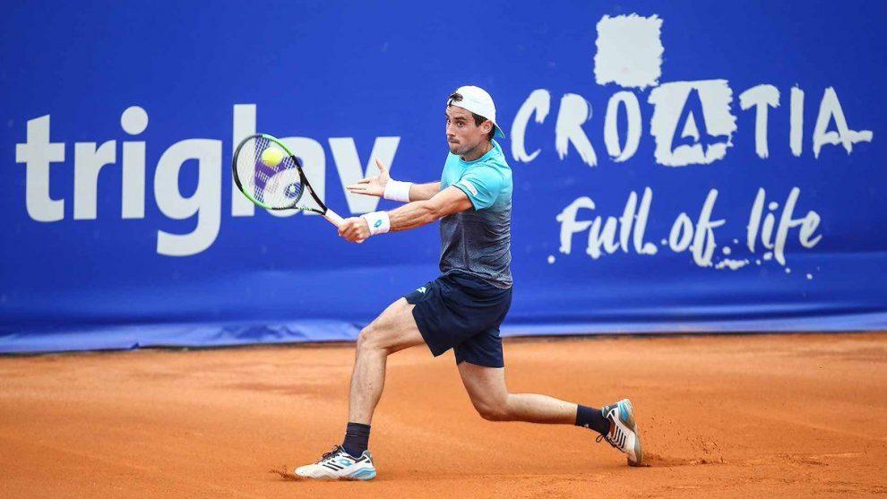 Guido Pella devuelve de revés en Croacia! Foto: @ATPWorldTour