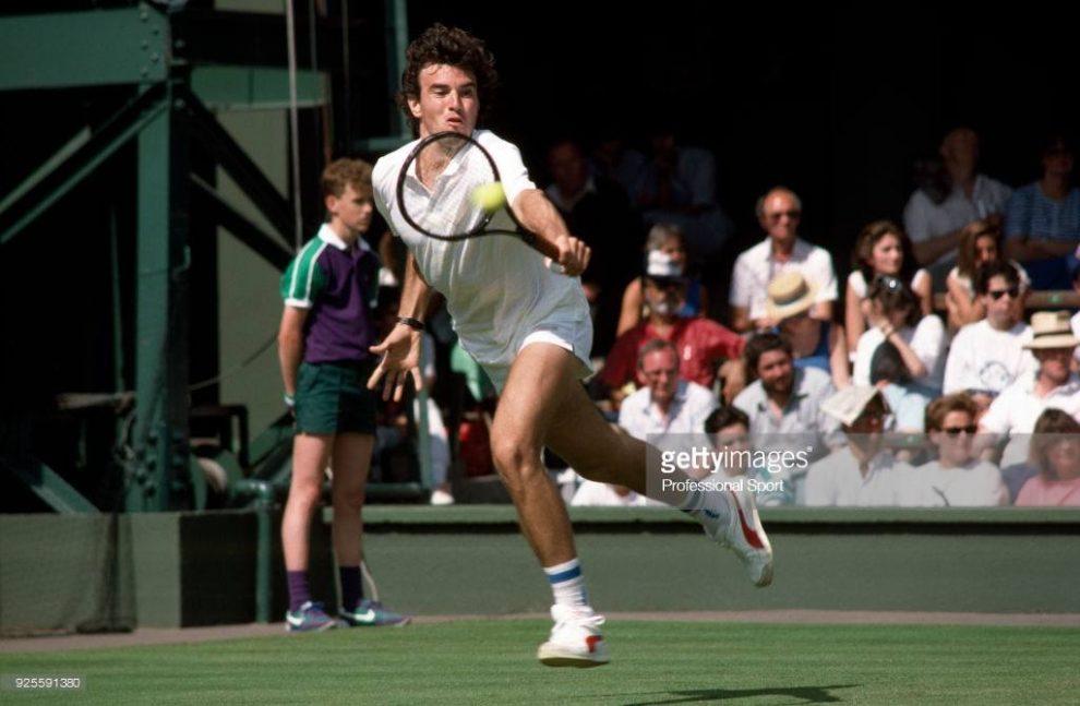 Javier Frana gopeando un revés en Wimbledon