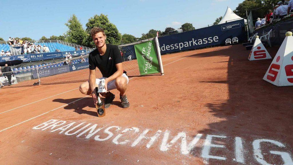 Hanfman posa con el título del Challenger de Braunshweig