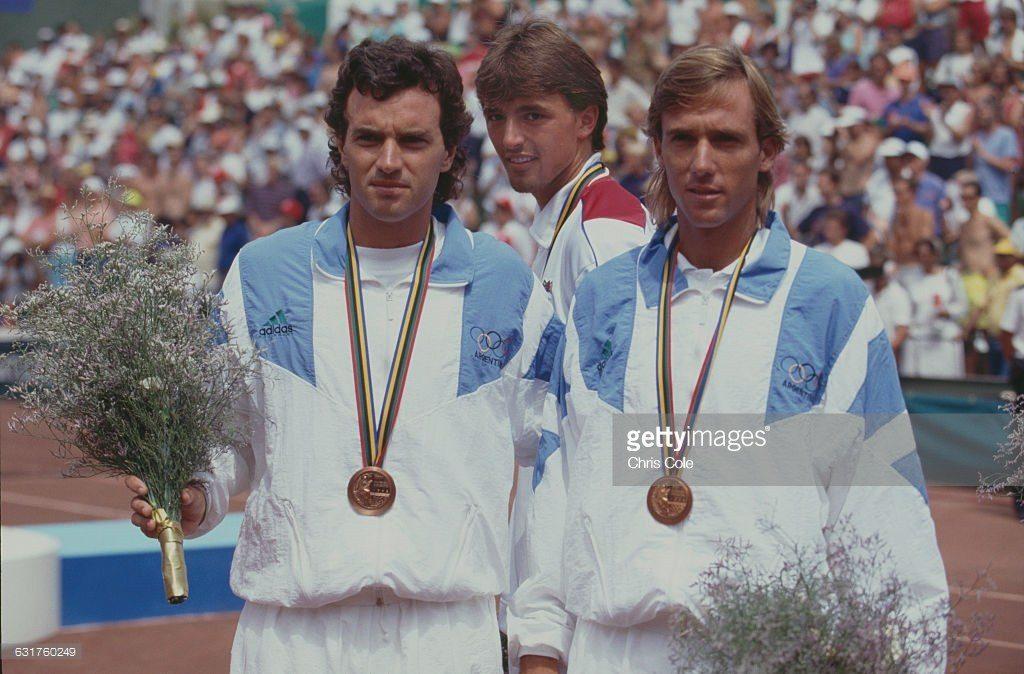 Javier Frana con Christian Miniussi posando con la medalla de bronce en los JJOO de Barcelona 1992