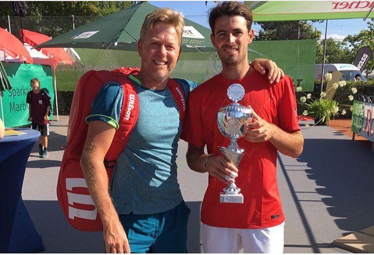 Juan Ignacio Londero posa con el título del Challenger de Marburgo