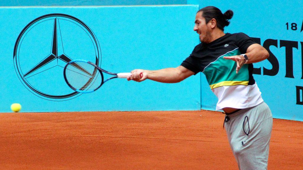 Guillermo Cañas golpea una derecha en el Mutua Madrid Open