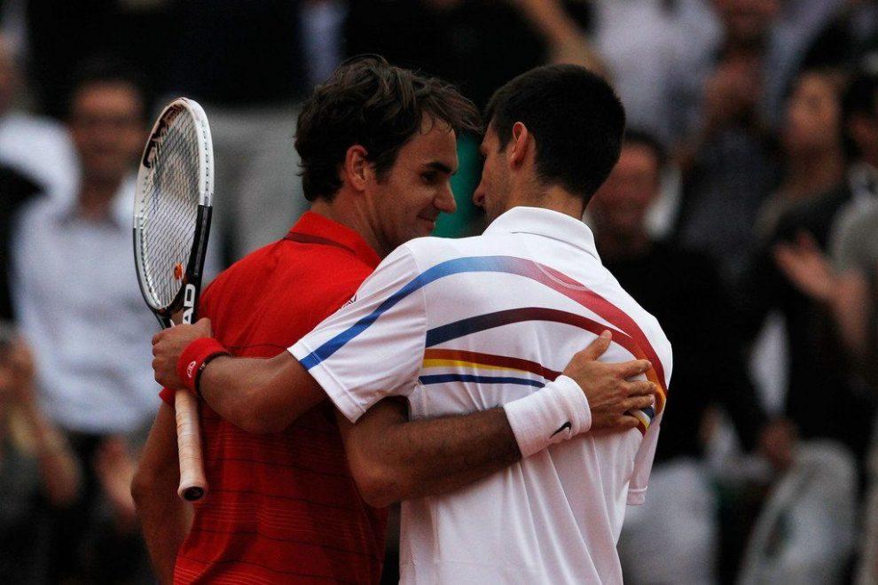 Djokovic y Federer se saludan tras un partido