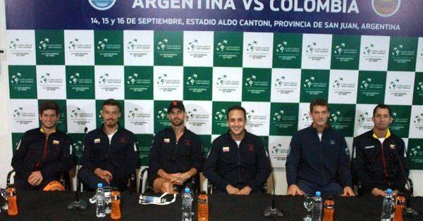 Equipo colombiano en Conferencia de Prensa | Foto: @fedecoltenis