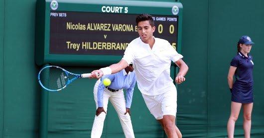 Nicolás Álvarez Varona jugando en Wimbledon