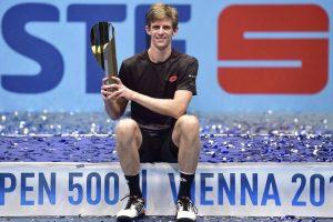 Anderson posa con el título en el ATP 500 de Viena