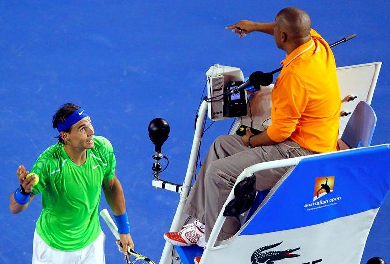 Rafa Nadal discute con Carlos Bernardes
