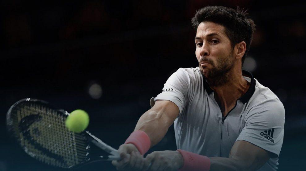 Verdasco golpea un revés en el Masters 1000 de París