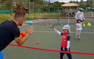 Leandro Serrano entrenando a los más pequeños en la academia TGA