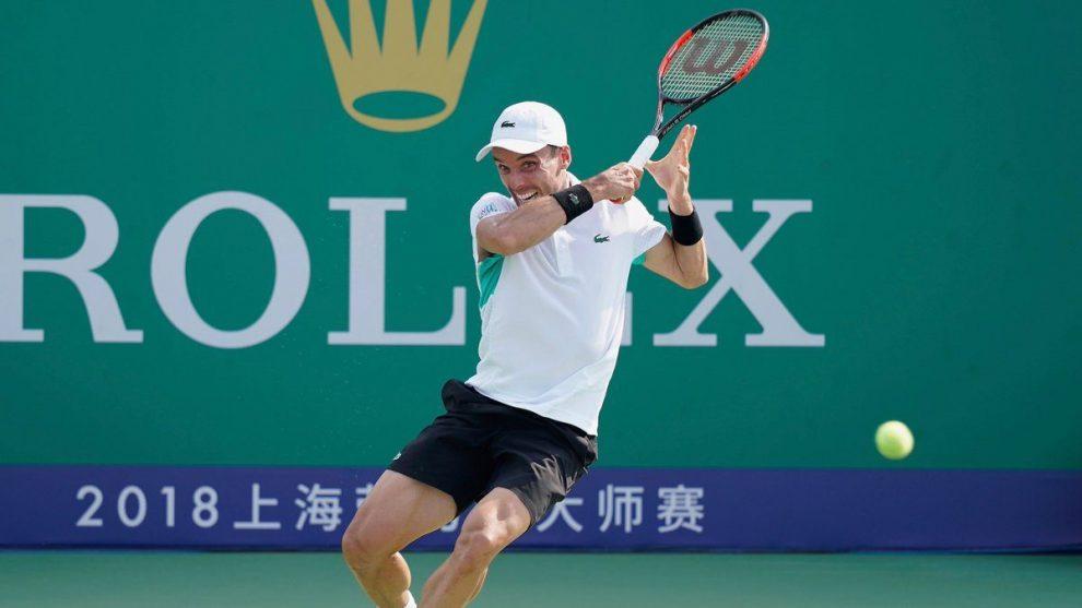 Roberto Bautista golpea una derecha en el Masters 1000 Shanghai