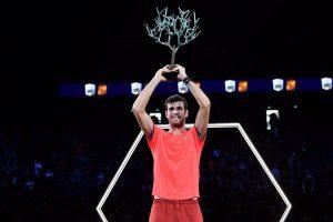 Khachanov levanta el título de campeón en el Masters 1000 de París